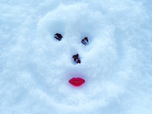 A face in the snow